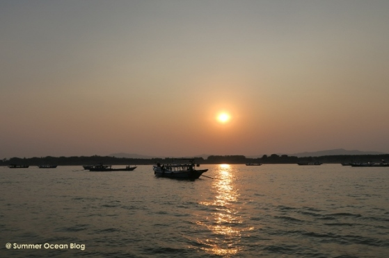 Sunset on river in Bagan (640x427)